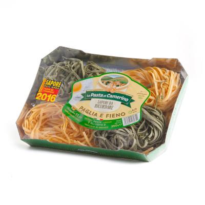Paglia e fieno all'uovo (weiße und grüne Eierbandnudeln)